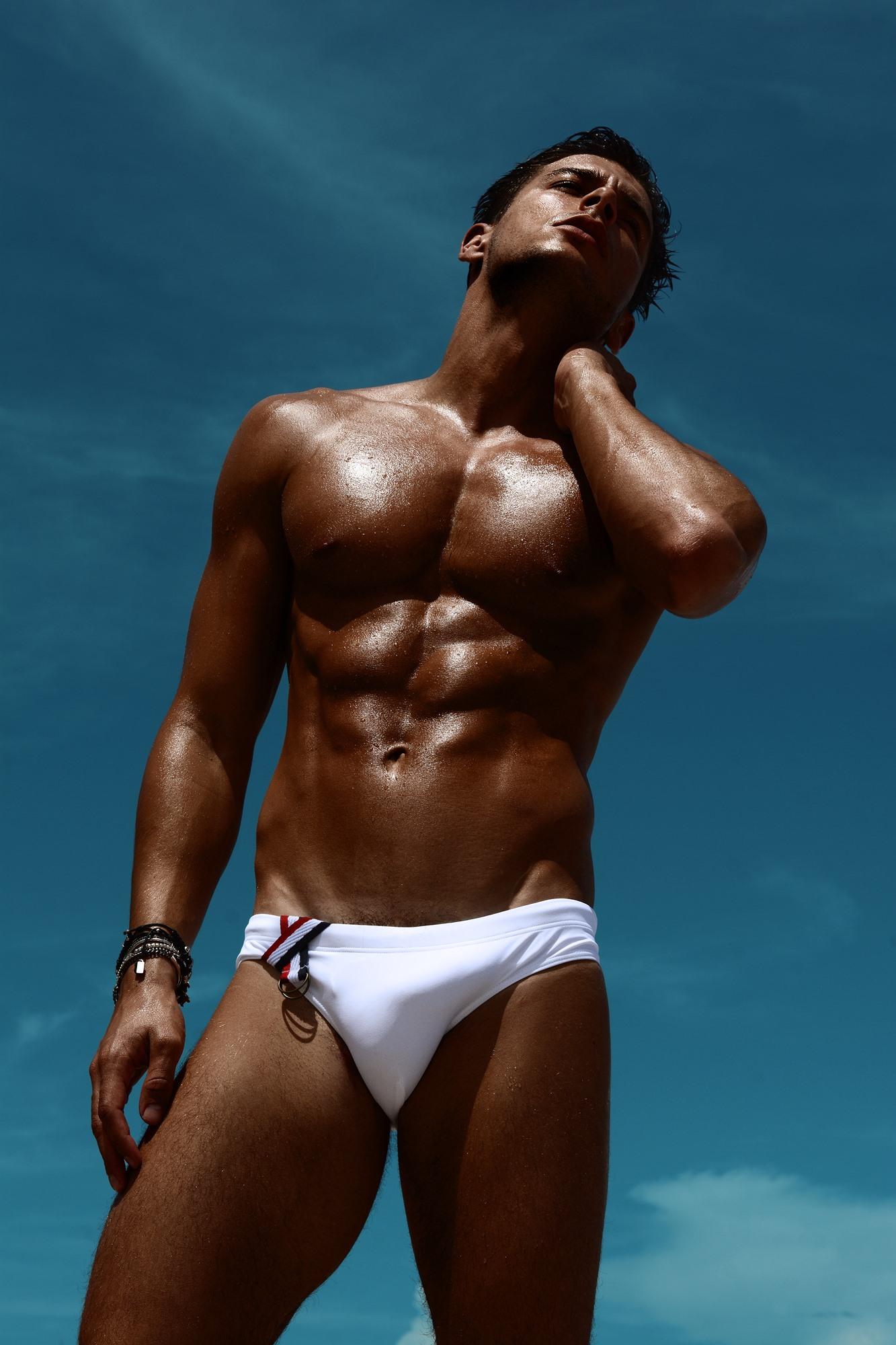 Maillot de bain homme : Marcuse présente ses nouvelles photos. So hot !