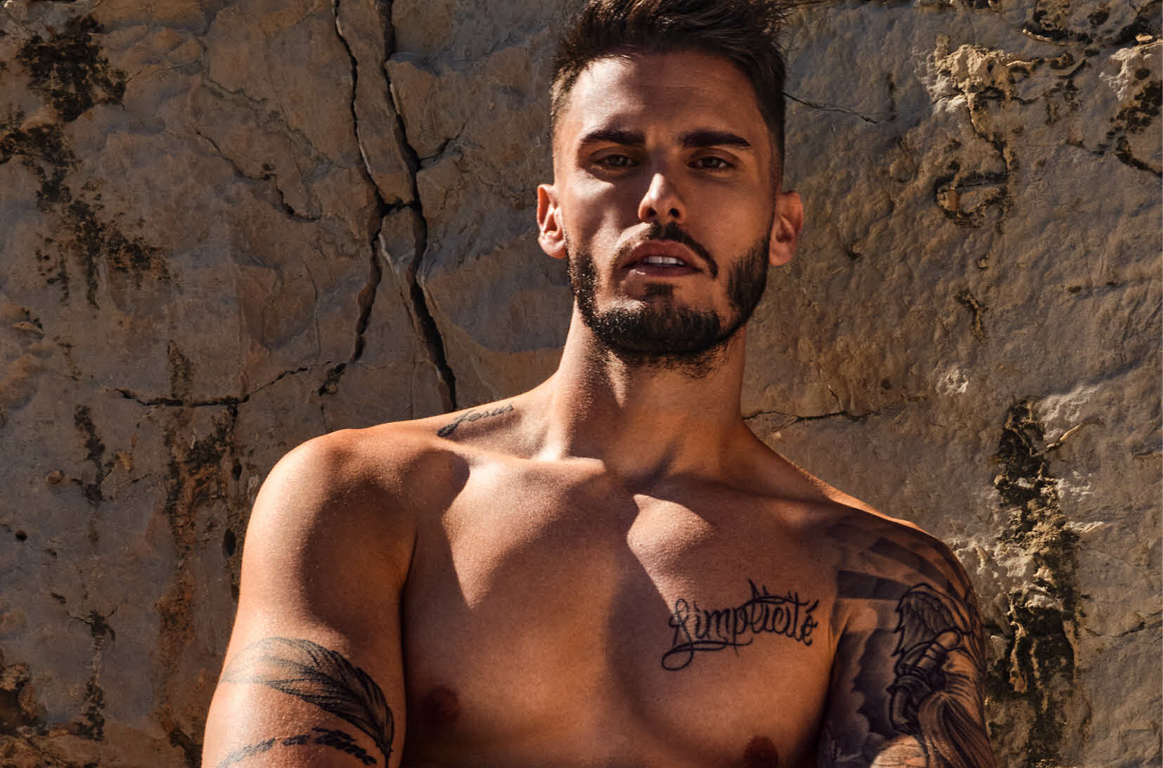 Baptiste Giabiconi crée une ligne de sous-vêtement